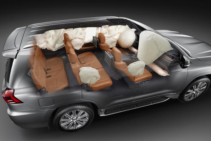 Dn-tin-201015-Lexus-15