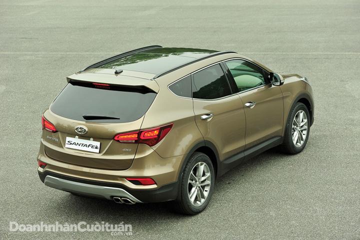 DN660_XH100616_Hyundai-Santafe-2016-17