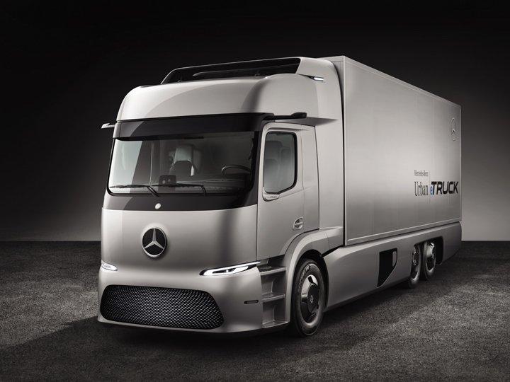 Mercedes-Benz urban eTruck, Exterieur, Silver Arrow metallic, dreiachsiger Verteiler-Lkw, 2x125kW, 2x500Nm, 3 Module Lithium-Ionen-Batterien, Gesamtkapazität: 212kWh, elektrisch angetriebene Hinterachse, Reichweite: bis zu 200km, zul. Gesamtgewicht: 26 t // Mercedes-Benz urban eTruck, Exterior, silver arrow metallic, three-axle short-radius distribution truck, 2x125kW, 2x500Nm, 3 modules of lithium-ion batteries, total capacity: 212kWh, electrically driven rear axle, operating range: up to 200km, permissible gross vehicle weight: 26 t