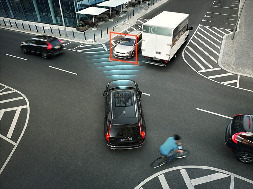 Volvo XC90 hoàn toàn mới là chiếc xe đầu tiên trên thế giới với công nghệ có tính năng tự động phanh.