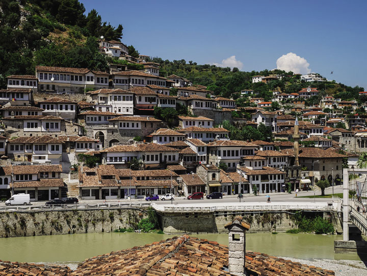 albania-berat-nuoc-nho-va-ngheo-o-chau-au-dddt-700-2017-6