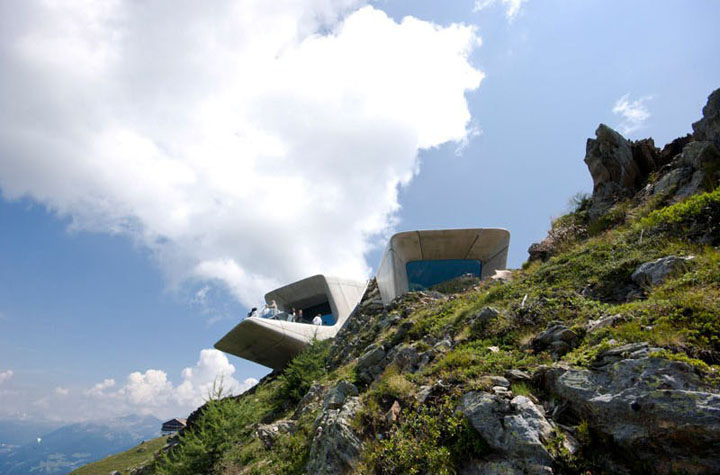 Bao-tang-Messner-Mountain-Museum-Corones-Tin-150517-2