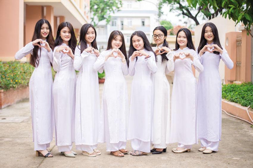 Những lỗi khi diện áo dài nữ sinh nên lưu ý