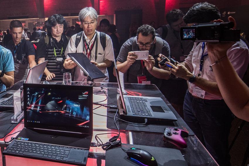 ASUS-Republic-of-Gamers-IFA-2017-Tin-030917 ok