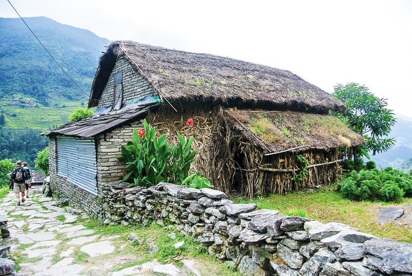 Mùa thu trên đỉnh Poon Hill ở Nepal