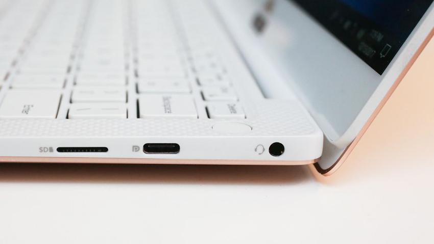 Dell XPS 13 phiên bản 2018: Siêu mỏng, thanh lịch, vỏ máy chống bám bẩn