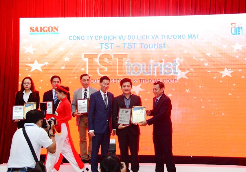 TST Tourist năm thứ 10 nhận giải thưởng Thương hiệu Vàng