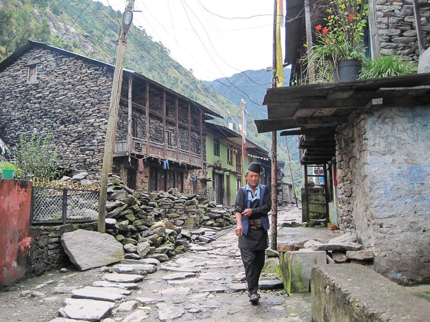 chuyen-trekking-nhieu-thu-thach-o-Langtang-Valley