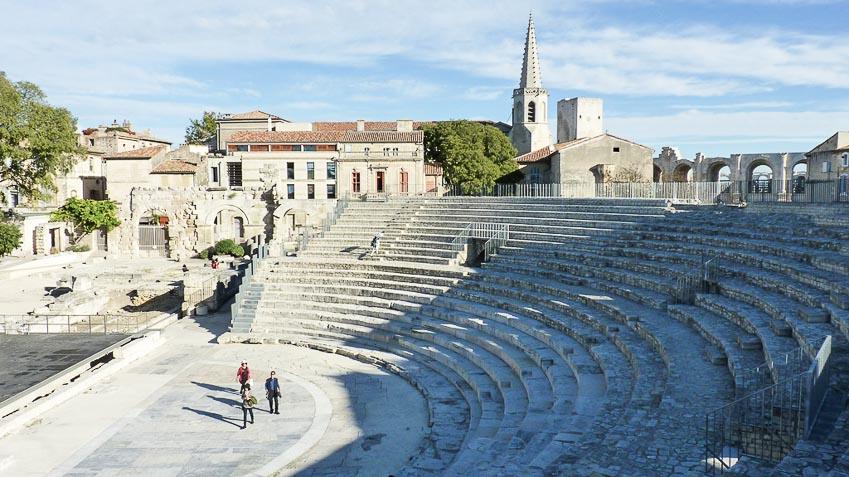 Arles-thanh-pho-la-ma-day-an-tuong-o-mien-nam-nuoc-phap