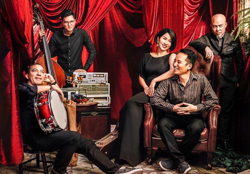 Mỹ Linh cùng ban nhạc Anh Em đã gắn bó suốt 12 năm.