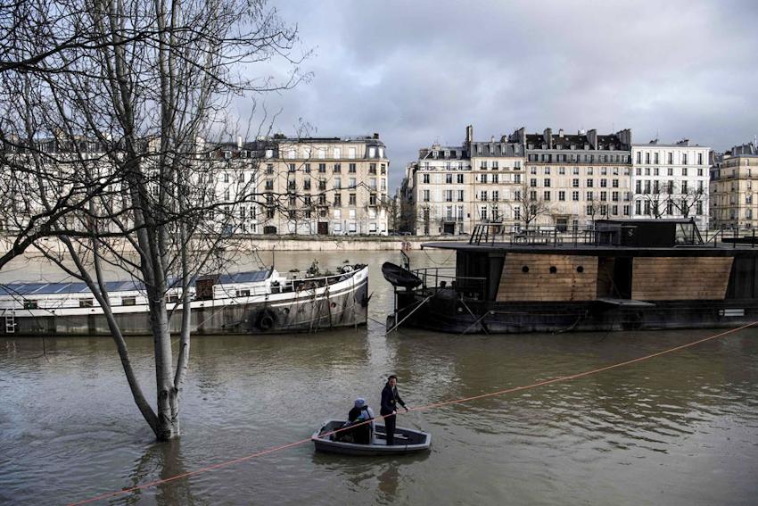 Paris trong cảnh ngập lụt