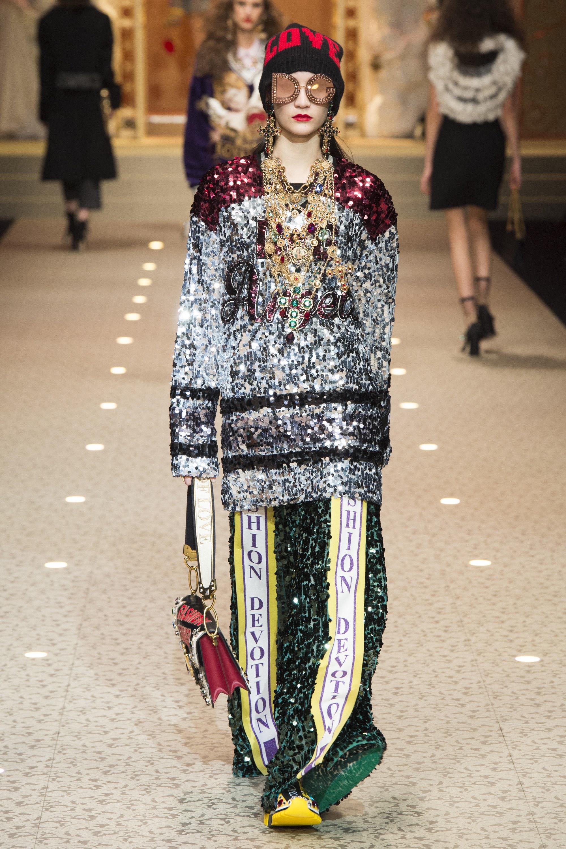 Dolce   Gabbana Thu Đông 2018  Thánh đường thời trang mang màu sắc ... 5f0e60bdbd