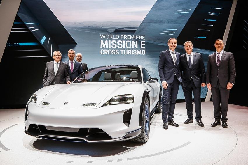 Porsche trình làng mẫu xe concept Mission E Cross Turismo chạy bằng điện