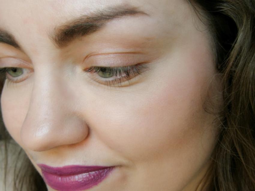 Những mẹo trang điểm giúp trẻ hơn tuổi phụ nữ cần biết 3
