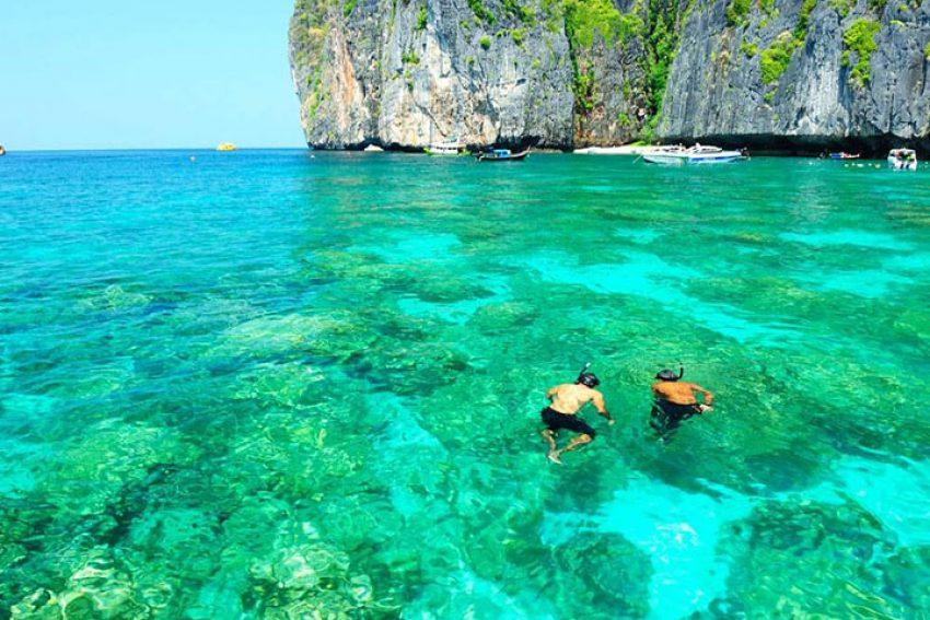 Bãi biển của đảo Gili Air, thuộc quần đảo Gili, Indonesia