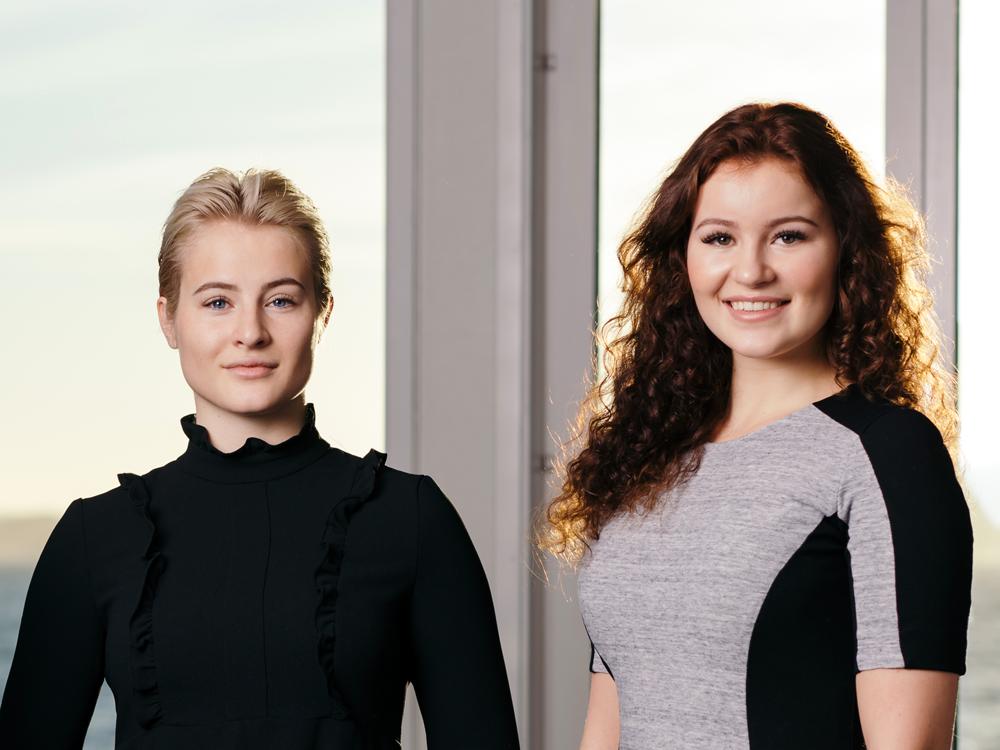 Hai chị em Alexandra Andresen (phải) và Katharina Andresen.
