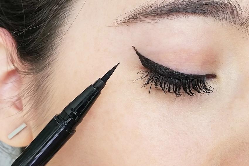 Kẻ mắt eyeliner từ sáp ong, dầu dừa & than hoạt tính