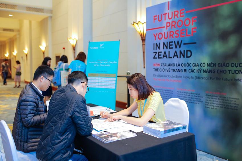 Phụ huynh và học sinh hào hứng với trải nghiệm 360 độ tại Triển lãm Giáo dục New Zealand 2018