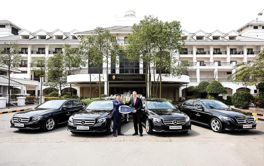 Mercedes-Benz bàn giao bốn xe E 200 thế hệ mới cho Khách sạn InterContinental Hanoi Westlake