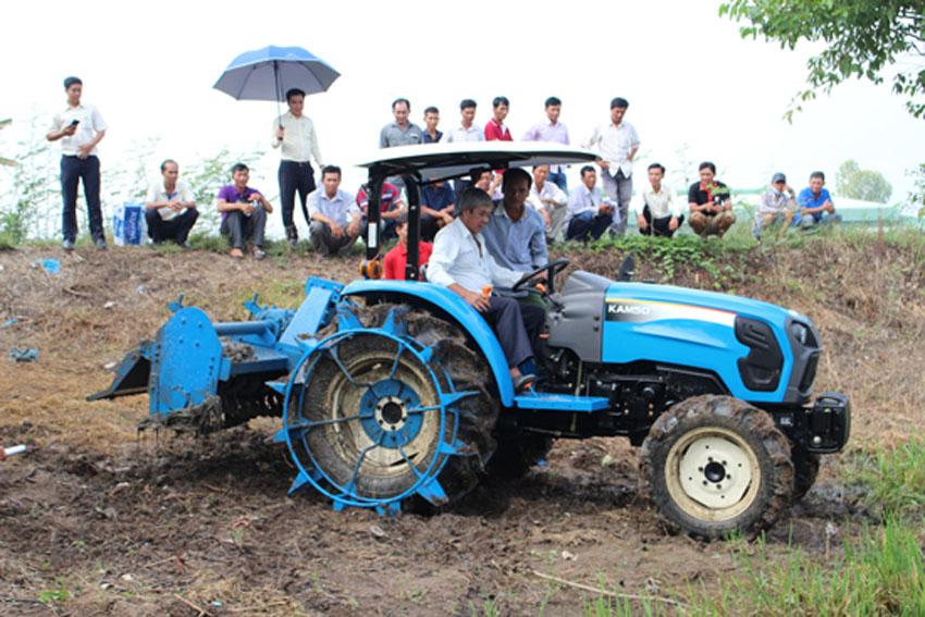 Thaco tổ chức chương trình lái thử máy kéo nông nghiệp KAM50