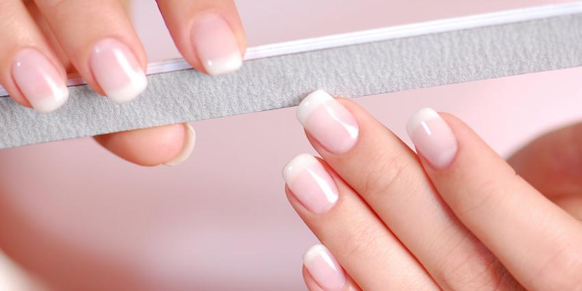 10 tip nằm lòng cho cô nàng sở hữu móng tay khỏe đẹp