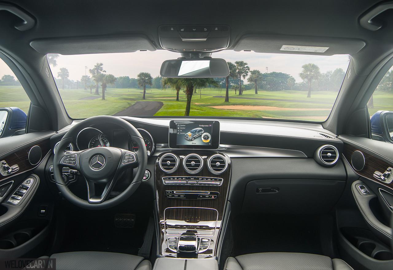 Khoang nội thất của GLC được Wards Auto đánh giá là 1 trong 10 khoang nội thất ôtô đẹp nhất năm 2016.