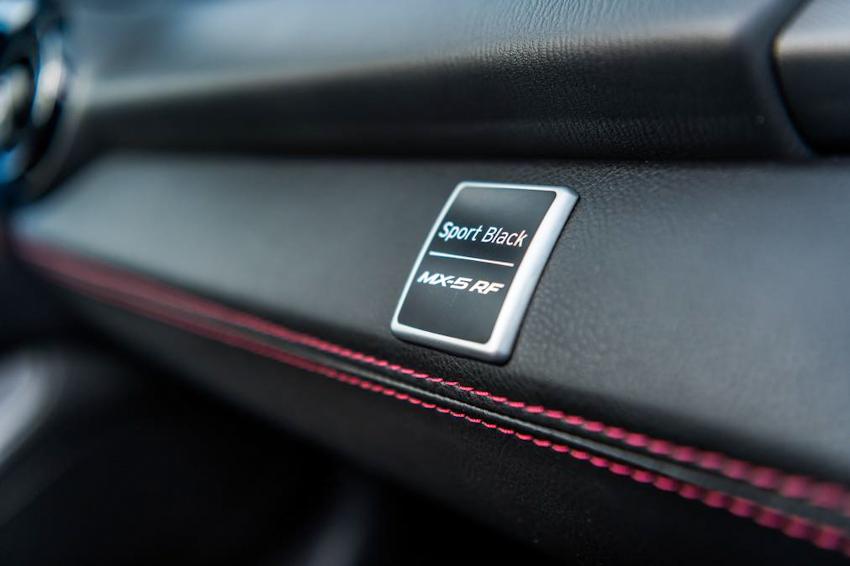 Mazda MX-5 phiên bản đặc biệt RF Sport Black Edition