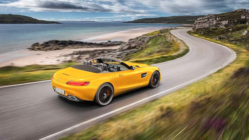 Siêu xe mui trần Mercedes-AMG GT S Roadster vàng rực chào hè sôi động