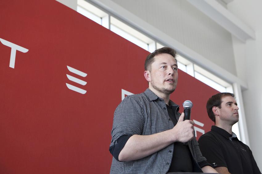 Tesla Model 3 sẽ có phiên bản hiệu năng cao, tăng tốc từ 0 - 100 km/h trong 3,5 giây