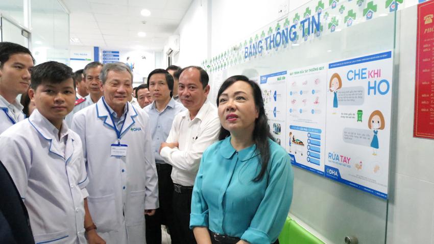 Bộ trưởng Y tế thăm Trạm Y tế P.11, Q.3 và Phòng khám Đa khoa DHA Medic