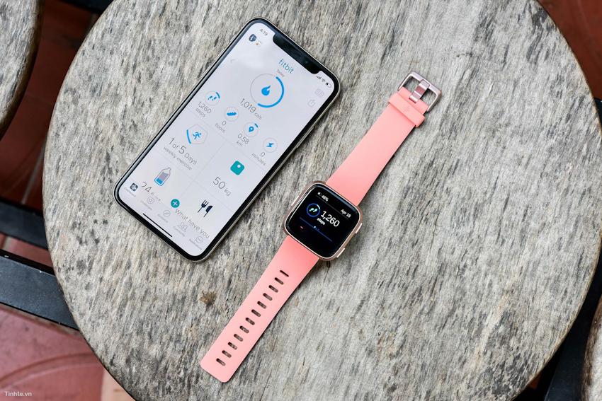 Fitbit ra mắt đồng hồ thông minh Versa tại Việt Nam, giá tham khảo 5,49 triệu đồng