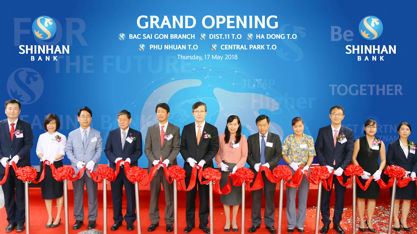 Shinhan khai trương bốn cơ sở mới tại TP.HCM và Hà Nội