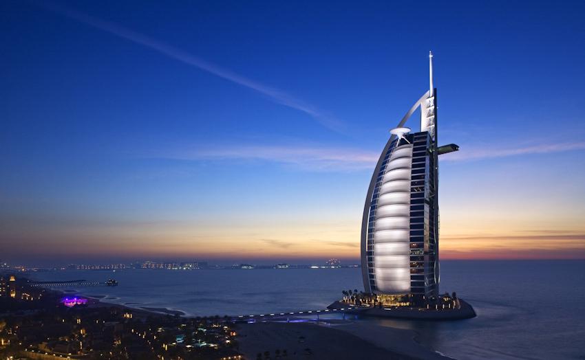 Bên trong nhà hàng xa xỉ phục vụ đồ ăn làm từ vàng ở Dubai