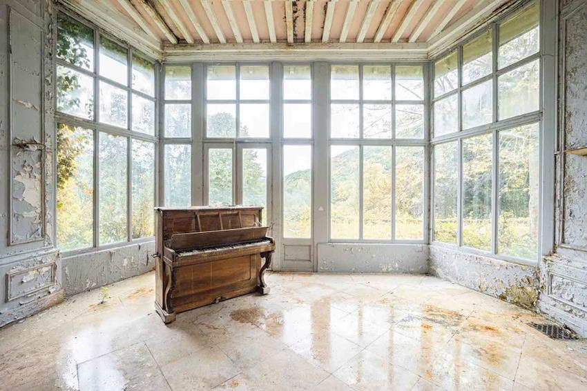 Vẻ đẹp ma mị từ những chiếc đàn piano cũ bị bỏ hoang trong ảnh Romain Thiery