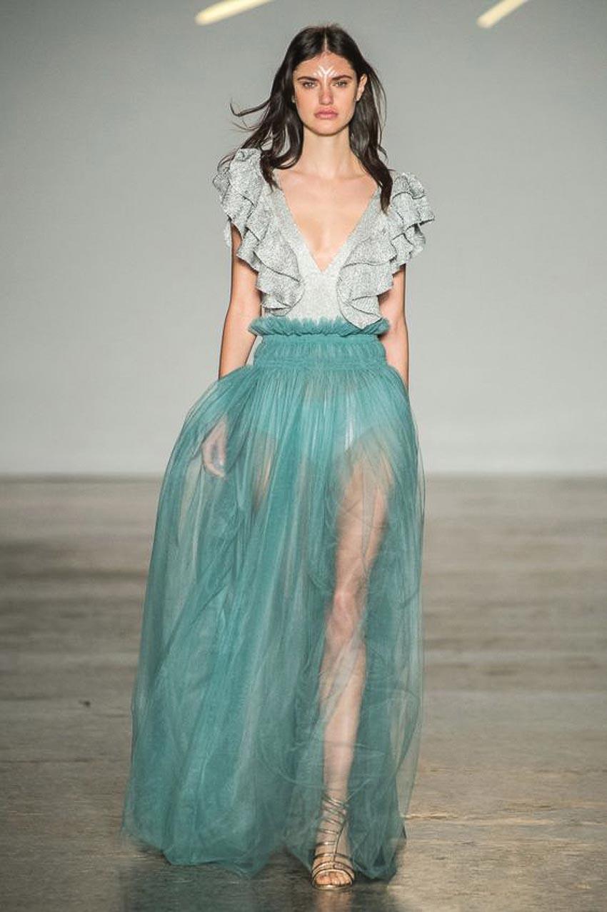 Xu hướng thời trang mùa xuân-hè cùng chất liệu xuyên thấu