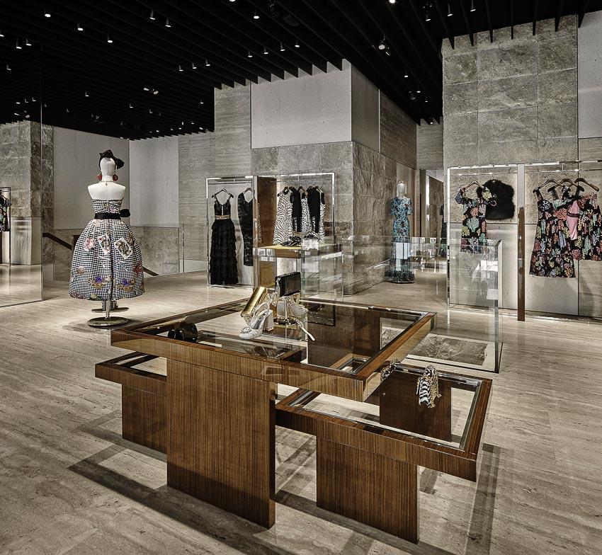 Vào cửa hàng Dolce & Gabbana tại Miami