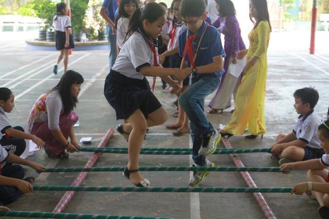 TP.HCM cấm quảng cáo, tư vấn du học trong trường