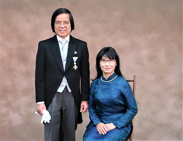 Giáo sư Trần Văn Thọ nhận Huân chương Thụy Bảo Tia Vàng của Nhật - Ảnh 1.