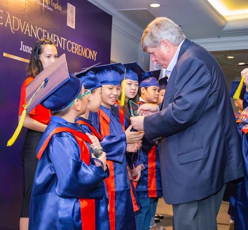 AEG trao chứng chỉ Cambridge cho các học viên xuất sắc