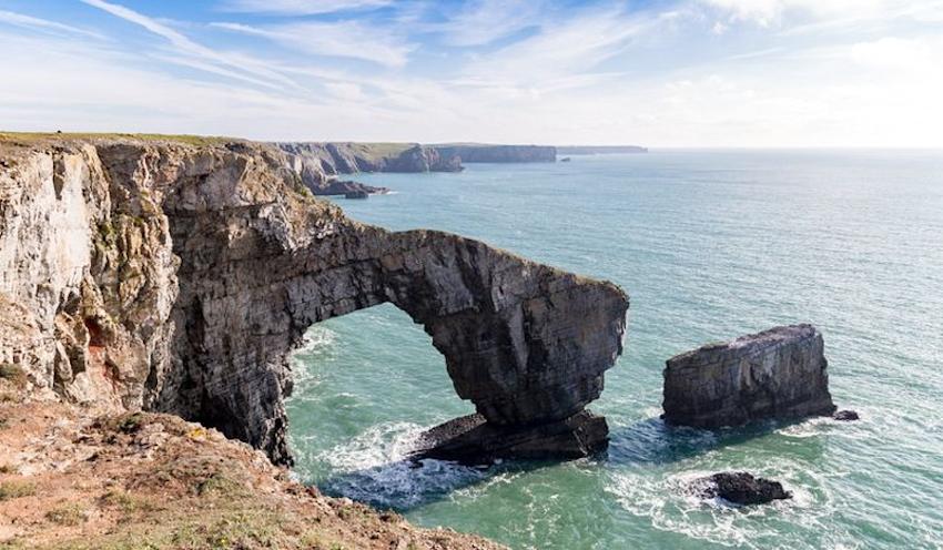 Hè này, còn chờ gì mà không đến 6 cây cầu đá tự nhiên hùng vĩ nhất thế giới