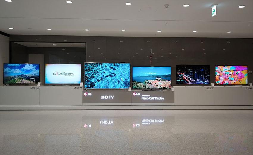 """LG tung dòng TV 2018 ở Việt Nam, OLED giảm 20%, TV LCD 70"""" giá 49.9 triệu tặng thêm TV 32"""""""