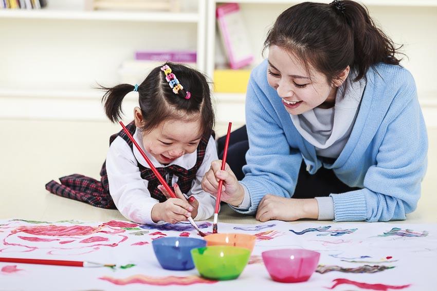 Chia sẻ với trẻ những câu chuyện gia đình