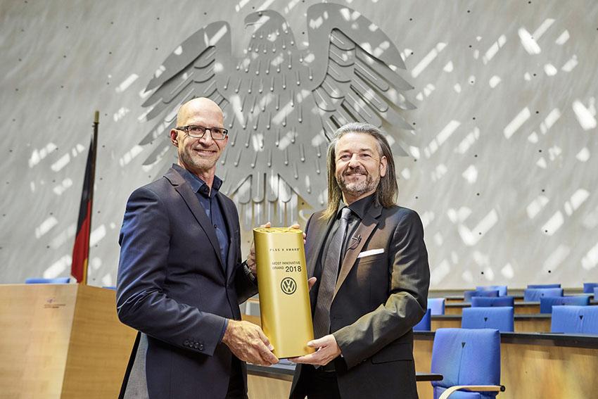 """Volkswagen nhận giải thưởng """"Thương hiệu đột phá nhất"""" của giải thưởng Plus X"""