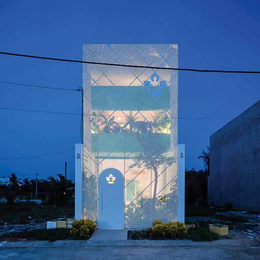 Ngôi nhà ánh sáng lung linh về đêm ở Sài Gòn