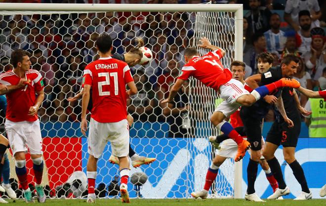 Dừng bước ở World Cup, đêm đẫm nước mắt của người Nga