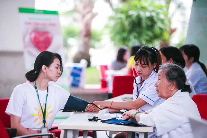 DN-Manulife-tiep-tuc-hien-tang-gan-350-don-vi-mau-cho-cong-dong-Tin-020818-3