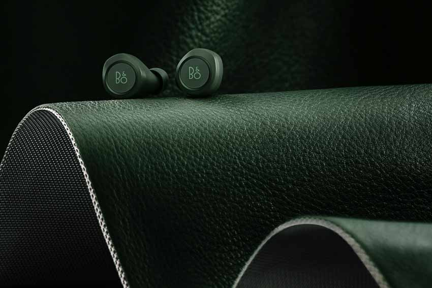 Tai-nghe-BeoPlay-E8-Racing-Green-cua-Bang-&-Olufsen-4