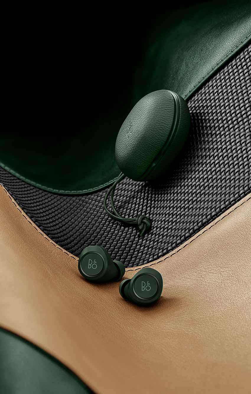 Tai-nghe-BeoPlay-E8-Racing-Green-cua-Bang-&-Olufsen-5