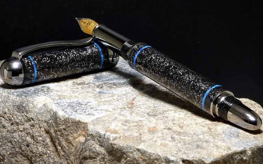 B. Smith & Co. chế tác mẫu bút từ titan và thiên thạch 5000 năm tuổi