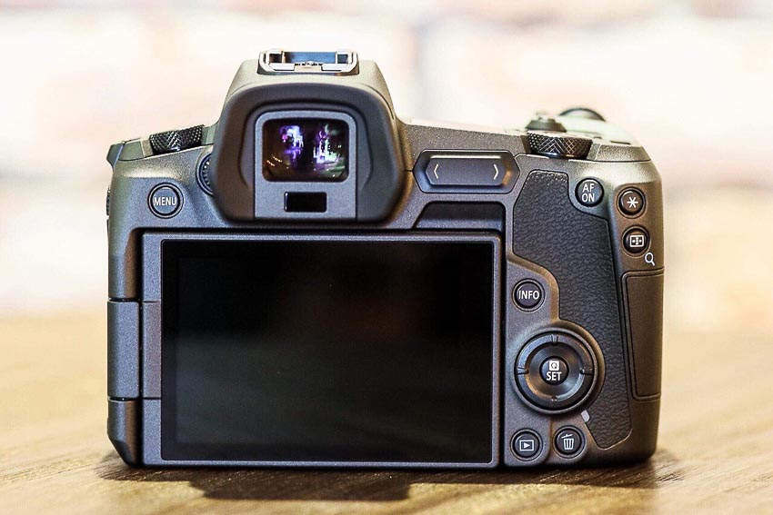 DNP-Canon-cho-ra-mat-the0he-may-anh-va-ong-kinh-EOS-R-Tin-060918-3
